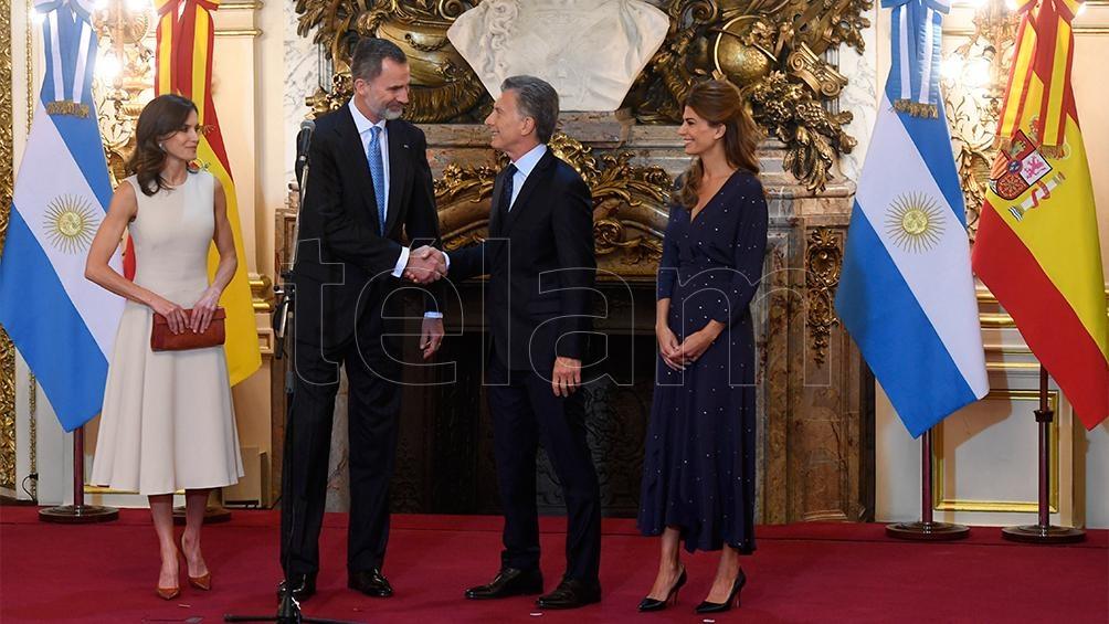 Macri recibió el apoyo de los Reyes de España en su primera actividad juntos