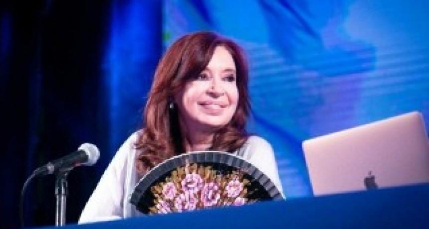Cristina recordó su casamiento con Kirchner y también la presentación de su libro