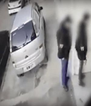 Peruanos robaban disfrazados de policías y cayeron por una hidrolavadora